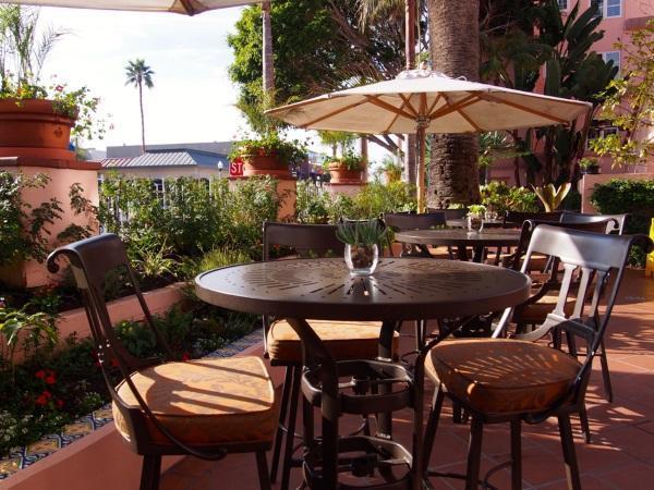 1 PRINCIPAL P1070339 Cortesía Café LaRue.La Valencia BAJA