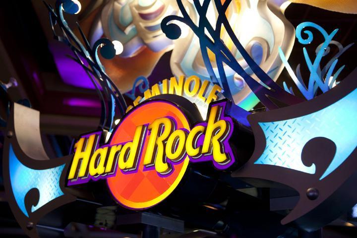 1 Casino PRINCIPAL - Topper Cortesía de Hard Rock Cafe International sm