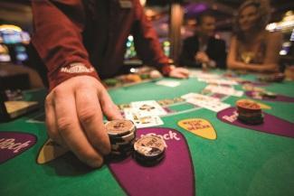 Casino - Distribuidor de Blackjack Cortesía de Hard Rock Cafe International 1