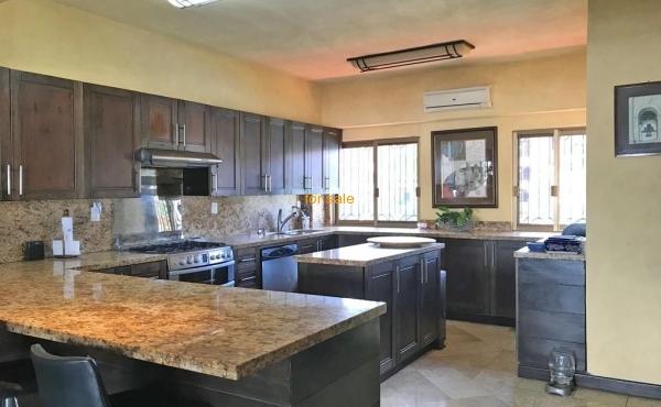 2207-kitchen