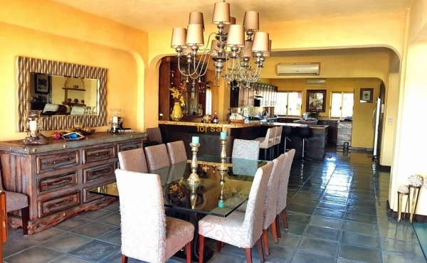 2207 dining room